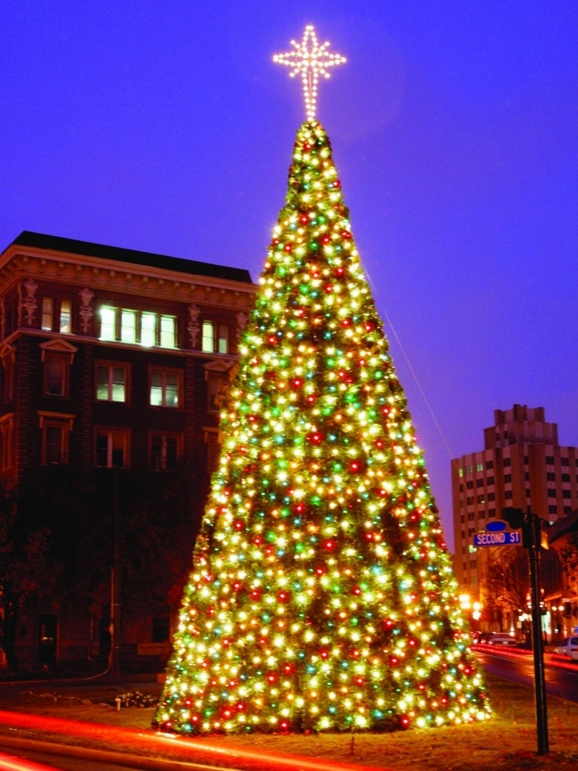 Outdoor Light Up Christmas Tree.Commercial Christmas Panel Trees From 17ft To Over 40ft Tall